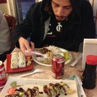 Foto scattata a Oshi's Sushi & Teriyaki da Amelia F. il 1/20/2013