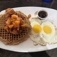 Foto tomada en Folk Art Restaurant por Laura W. el 7/7/2018