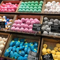Photo taken at LUSH Cosmetics by Laura W. on 5/4/2018