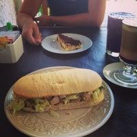 Foto tirada no(a) Café Batlle por Alejandro O. em 2/23/2014