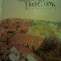 Foto tirada no(a) Restaurante La Bodeguita por Lorena d. em 1/25/2013