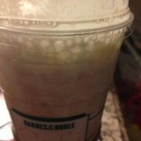 Foto scattata a Barnes & Noble Café da Melody D. il 12/22/2012