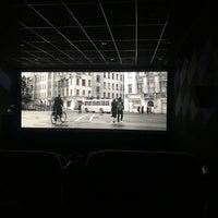 รูปภาพถ่ายที่ Синема 5 โดย Pavel V. เมื่อ 6/7/2018