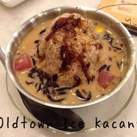 Photo taken at OldTown White Coffee by Lily K. on 8/15/2013
