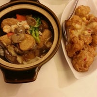 Photo taken at Tong House Claypot Specialist by Janet L. on 1/29/2014