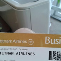 Photo taken at Vietnam Airline Check-in counter by Helio C. on 12/4/2015