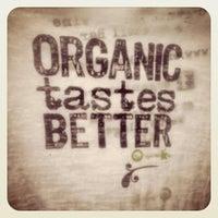 Photo taken at Organika - Organic Bar & Kitchen by jairo b. on 7/20/2013