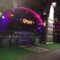Das Foto wurde bei Q - KJU-Bar von Janet A. am 10/26/2012 aufgenommen