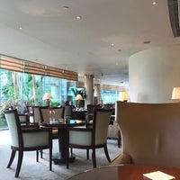 Photo taken at Lobby Lounge by Gordon P. on 7/10/2017