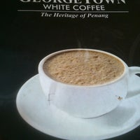 Photo taken at Georgetown White Coffee by Wei Z. on 12/25/2012