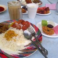 Photo taken at Restoran Genting Klang by Hidayah J. on 7/17/2013