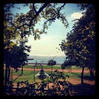 10/6/2012 tarihinde Cemal Ç.ziyaretçi tarafından Vakıf Tenis Cafe'de çekilen fotoğraf