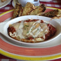 Photo taken at Italianni's Pasta, Pizza & Vino by Lizz A. on 12/15/2012