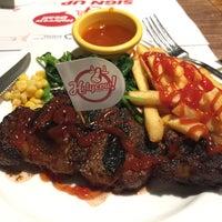 Foto tirada no(a) Holycow! Steakhouse por Choo S. em 12/7/2016