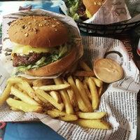 Photo taken at Bus Burger / Pika Kievari by Petri A. on 7/30/2016
