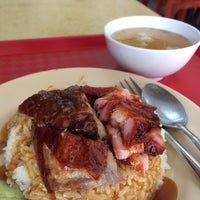 Photo taken at Tong Garden Hongkong Roasted & Chicken Rice by Cheen T. on 8/27/2014