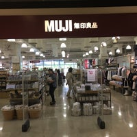 Photo taken at MUJI by Cheen T. on 11/19/2016