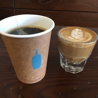 3/12/2018 tarihinde Cheen T.ziyaretçi tarafından Blue Bottle Coffee Kiosk'de çekilen fotoğraf