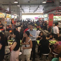 Photo taken at Tanjong Pagar Plaza Market & Food Centre by Cheen T. on 2/8/2018