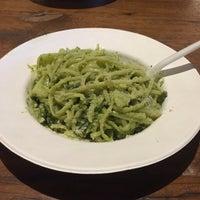 รูปภาพถ่ายที่ la pasta fresca raimondo mendolia โดย Hemang เมื่อ 11/14/2016