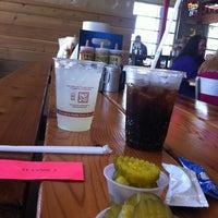 Das Foto wurde bei Twisted Root Burger Co. von Victoria✨ M. am 8/3/2013 aufgenommen