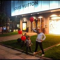 10/13/2012 tarihinde Ömer Y.ziyaretçi tarafından Louis Vuitton'de çekilen fotoğraf
