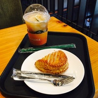 Photo taken at Starbucks by A Reum S. on 9/22/2017