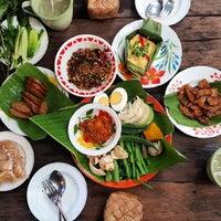 Photo taken at ม่านเมืองอาหารเหนือ by iBEERZ on 5/8/2017
