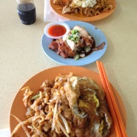 Photo taken at Char Kuey Teow Auntie Gemok by Safwan H. on 12/25/2012