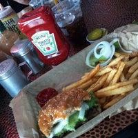 Das Foto wurde bei Twisted Root Burger Company von Amber L. am 10/6/2012 aufgenommen