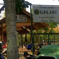 Photo taken at Lapangan Tenis Galuh Ciamis by RRevita R. on 9/30/2012