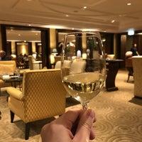 Foto tirada no(a) Royal Club Lounge por Kenny L. em 10/4/2017
