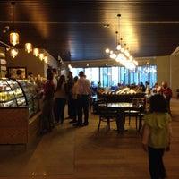 10/13/2013 tarihinde nurcan i.ziyaretçi tarafından Starbucks'de çekilen fotoğraf