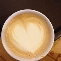 12/2/2012 tarihinde Kubra A.ziyaretçi tarafından Starbucks'de çekilen fotoğraf