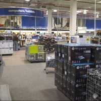 Photo taken at Best Buy by Ba¡lعyڪ® on 12/4/2012