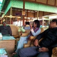Photo taken at Pondok Kawa Daun Indomal by Naomi D. on 10/4/2014