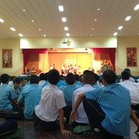 Photo taken at หอประชุมโรงเรียนฤทธิยะวรรณาลัย 2 by Atikom P. on 7/31/2013