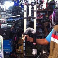 10/6/2013 tarihinde Cristian G.ziyaretçi tarafından Bicicletas Emancipación'de çekilen fotoğraf