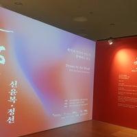Photo taken at DDP 디자인박물관 by Eunjeong I. on 12/10/2017