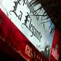 Foto tomada en La Elegante por Karen C. el 10/6/2012