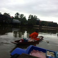 Photo taken at ืท่าเรือ@บ้านสวนอัมพวา by Rainning M. on 9/14/2013