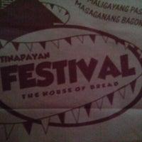 Снимок сделан в Tinapayan Festival Bakeshoppe пользователем David Francis D. 2/6/2014