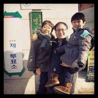 Photo taken at 오산대원초등학교 by 안지훈 (. on 12/19/2012