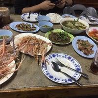 Photo taken at ส้มตำปากหมา (อีสานพัฒนา) by Palm L. on 11/18/2016