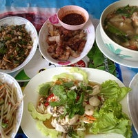 Photo taken at ส้มตำเจ้แหม่ม by Gift S. on 12/15/2012