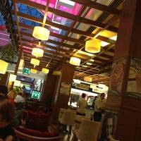 3/13/2013 tarihinde Bahadır K.ziyaretçi tarafından Robert's Coffee'de çekilen fotoğraf