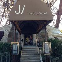 Foto tirada no(a) Le Jules Verne por Nicolas B. em 10/28/2012