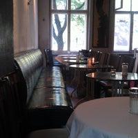 Das Foto wurde bei Schwarzes Café von Kapuzen A. am 9/20/2012 aufgenommen