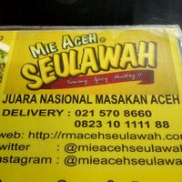 Photo taken at Rumah Makan Aceh Seulawah by dewa agung s. on 2/2/2016