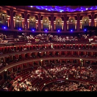 Photo prise au Royal Albert Hall par King's Road Rocks! le10/19/2012